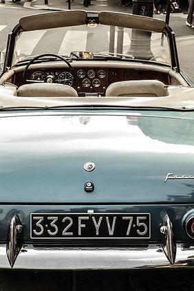 voiture vintage bleue.jpg