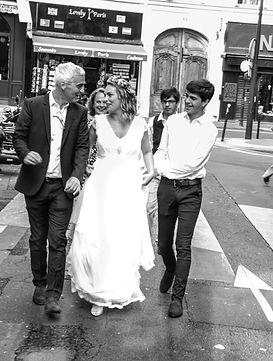 mariée dans la rue avec son père