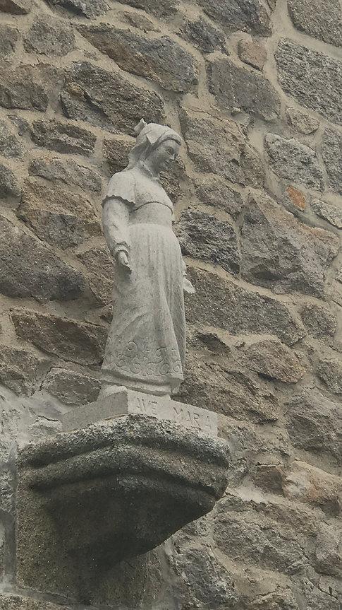 Vierge Marie bretonne en granit