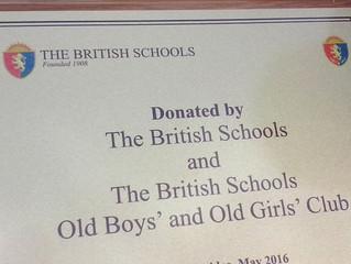 Colegio British dona contenedor aula totalmente equipado a Escuela 64