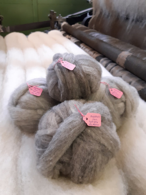 Light Grey Hebridean and Mule Mix Sliver (100g Approx)