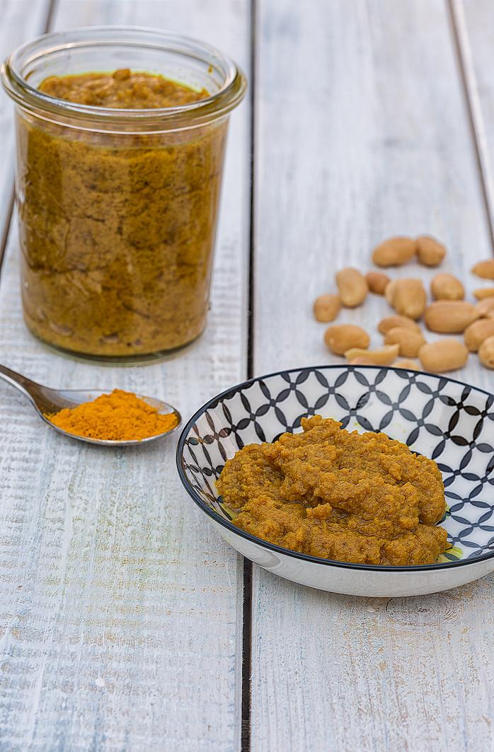 Erdnuß-Curry Sauce