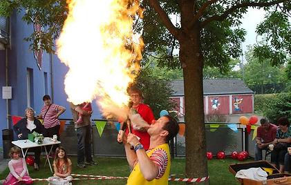 Clown Feuerspucken Feuershow Circus Gioco
