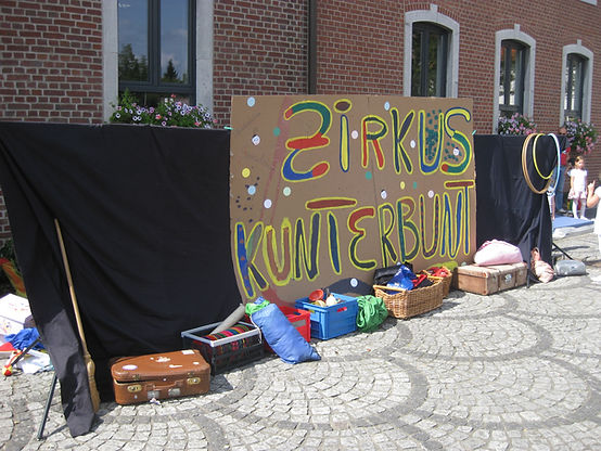 Ferienspiele OGS Clown work-shop zauberer akrobatik