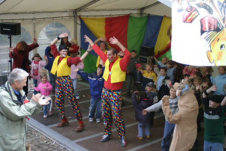 Clown mitmachzirkus zauberer klink-clowns clown aachen clown köln clown düsseldorf  clown mönchengladbach pantomime kinderanimation kinderprogramm kindergarten kita ogs kot spielezirkus ot Jonglieren akrobatik zirkus flic flac zirkus krone roncalli musikcl