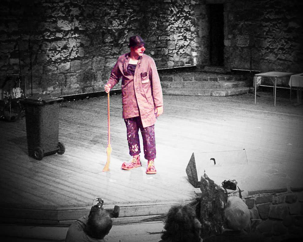 Clown Willi als Hausmeister Schuppka