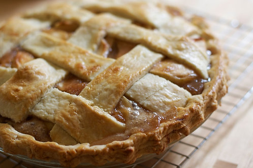 Apple Praline Pie - Serves 6 Guests