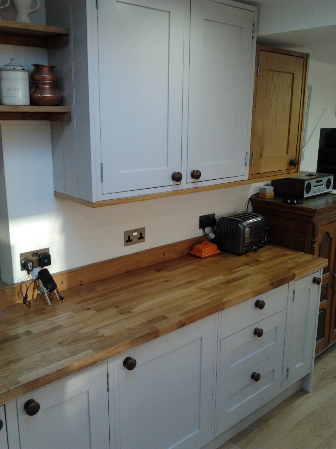 Oak + Painted kitchen units