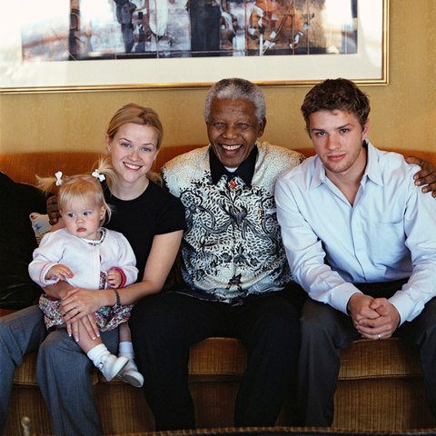 Reese Witherspoon with Nelson Mandela, Ryan Phillippe, and their daughter, Ava Elizabeth Phillippe, 2000