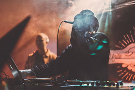 DJ на микрофоне