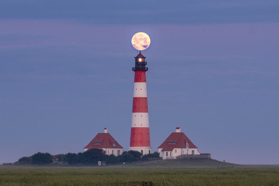 Fullmoon meets the Westerhever Lighthouse