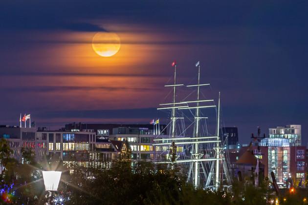 Vollmond in Hamburg