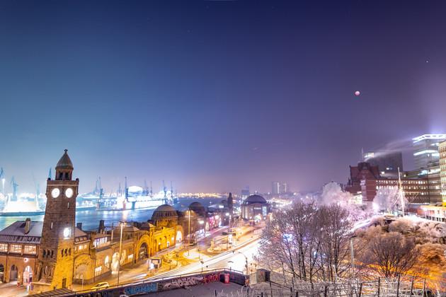 Mondfinsternis 2019 über den Landungsbrücken