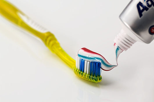 toothbrush-571741_1920.jpg