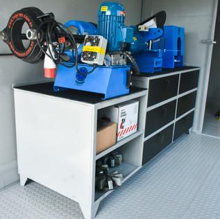 Bancada maquina prensa corte e descasca mangueiras hidráulicas
