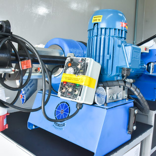 maquina prensa corte e descasca mangueiras hidráulicas