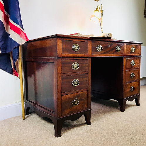 Stylish Edwardian 9 drawer mahogany pedestal desk with Prince of Wales detailing