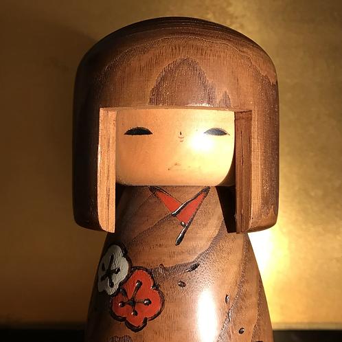 Mid 20th Century Sosaku Kokeshi doll standing 18.5cm tall.