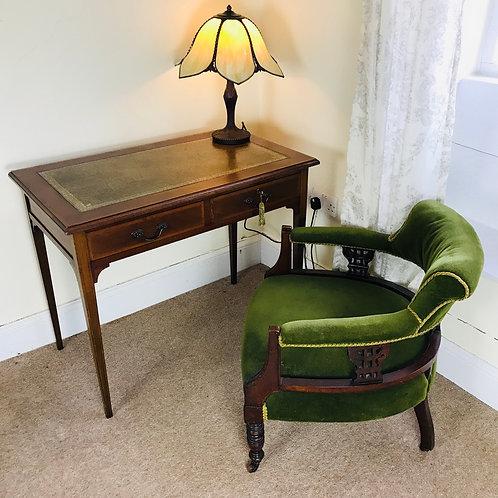 Stylish Edwardian cross-banded mahogany writing table / desk
