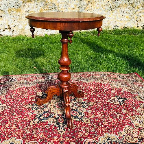 Stunning 19thC Victorian circular pedestal table in mahogany.