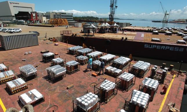 O GLOBO: Superpesa, cujas balsas transportam os fogos de Copacabana, conclui recuperação judicial...