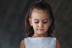 Petite-fille-timide-portrait