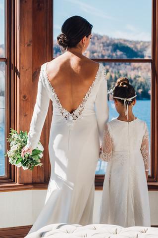 Photo mère et fille lors du mariage de Marie-Andrée et Maxime à l'Hôtel Quintessence de Mont-Tremblant