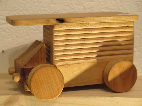 Petit camion en bois By Richard Gérard