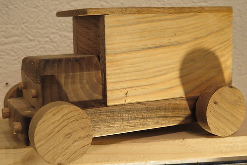 TIRELIRE Petit camion en bois By Richard Gérard