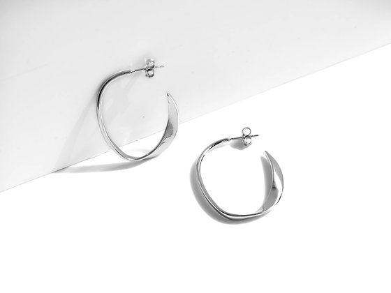 MADEGREY - The Wave Earrings | Silver