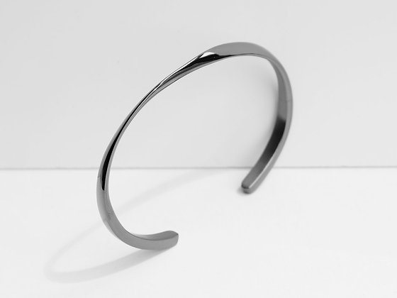 MADEGREY - Twisted Cuff Bracelet | Grey