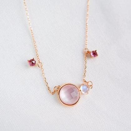 DREAMNICKER - Valda (Pearl, Moonstone,Garnet) Necklace (Gold)
