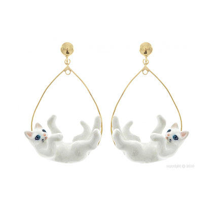 Nach - Playing white cat earrings