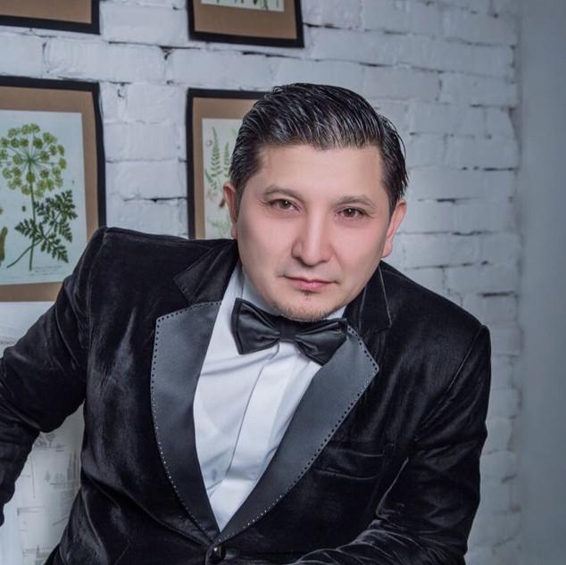 ведущий на казахском языке
