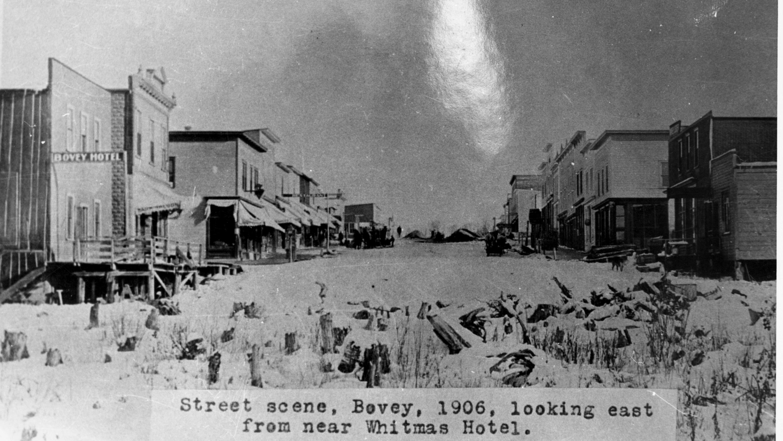 Street scene, Bovey 1906