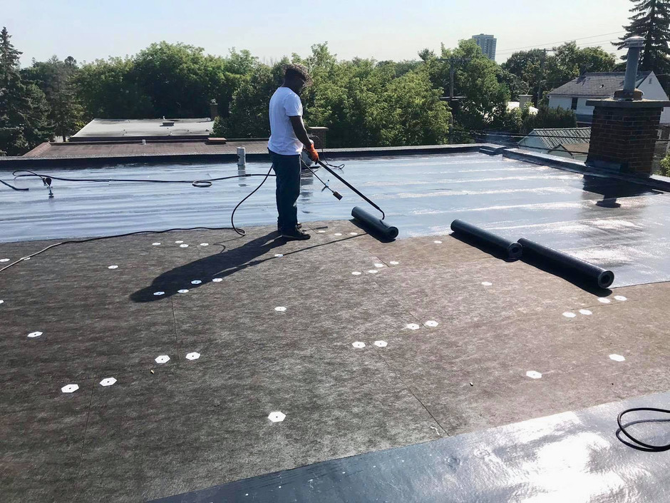 Modified Bitumen vs Thermoplastic Polyolefin (TPO) Roofing Systems