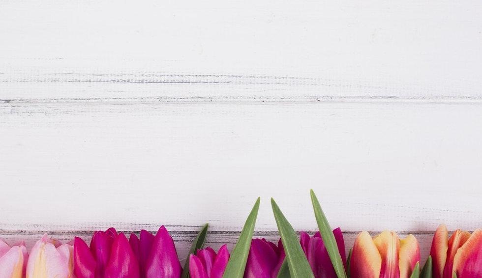 wood-tulip-kompozitsiia-belyi-fon-tiulpany_edited_edited.jpg