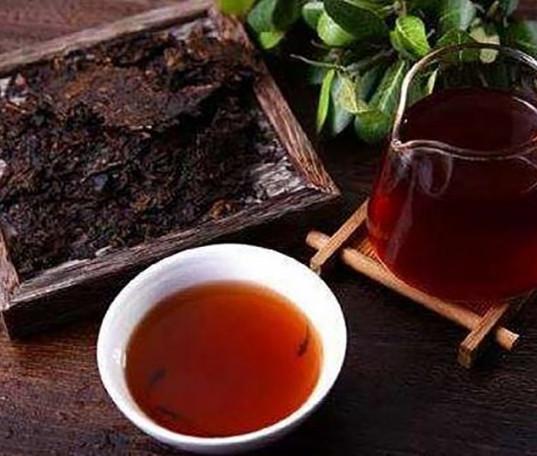 龍鼎金磚大樹茶(高級普洱茶), 一盒40塊,1200元。