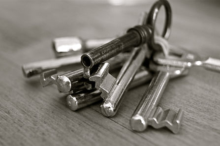 black-and-white-bunch-of-keys-closeup-67
