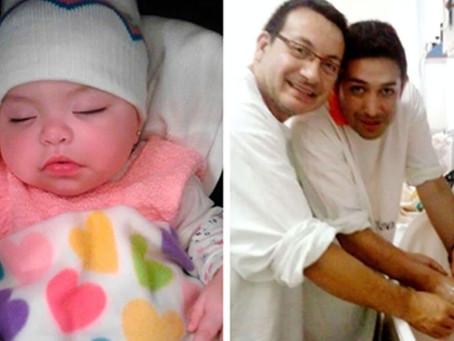 Um casal gay adota uma criança com HIV rejeitada por 10 famílias