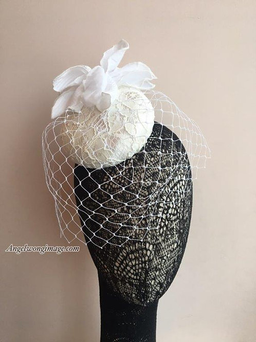 Wedding cocktail hat with veil