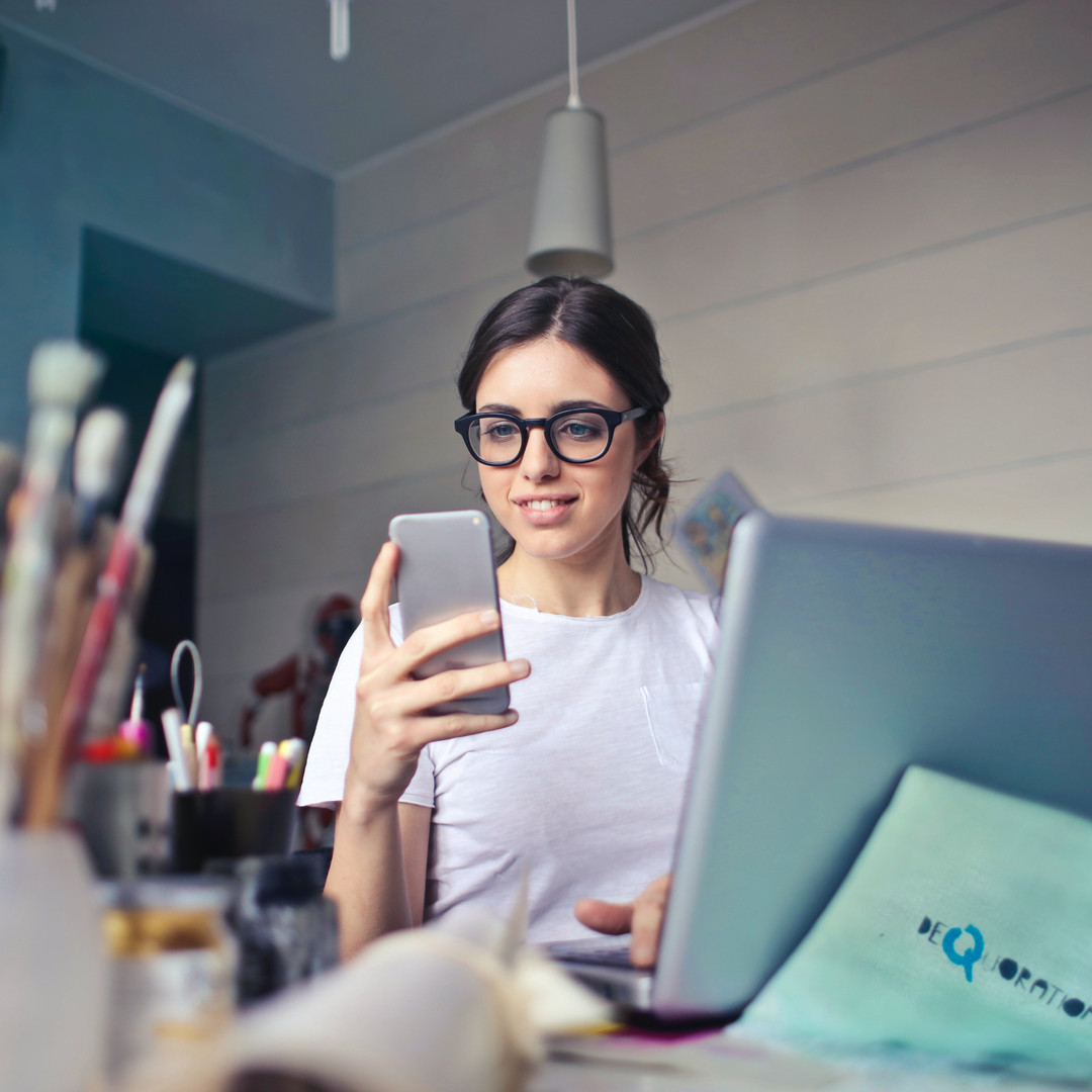 woman-in-white-t-shirt-holding-smartphon