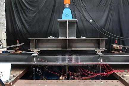 2021.01 鋼矢板の4点曲げ実験3.JPG