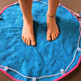 1 essuie + 1 nappe enduite = 1 sac de piscine 'pieds au sec'
