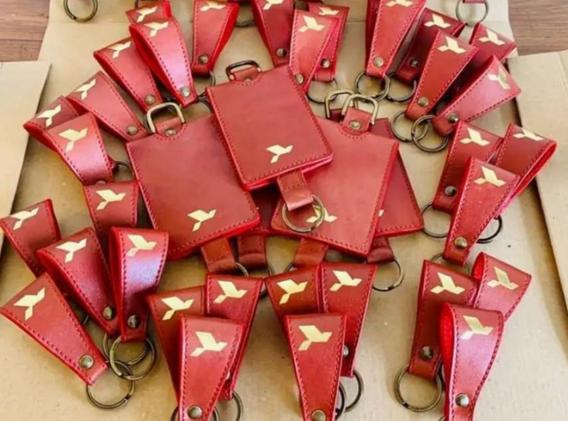 Porte-clefs confectionnés dans des chutes de cuir