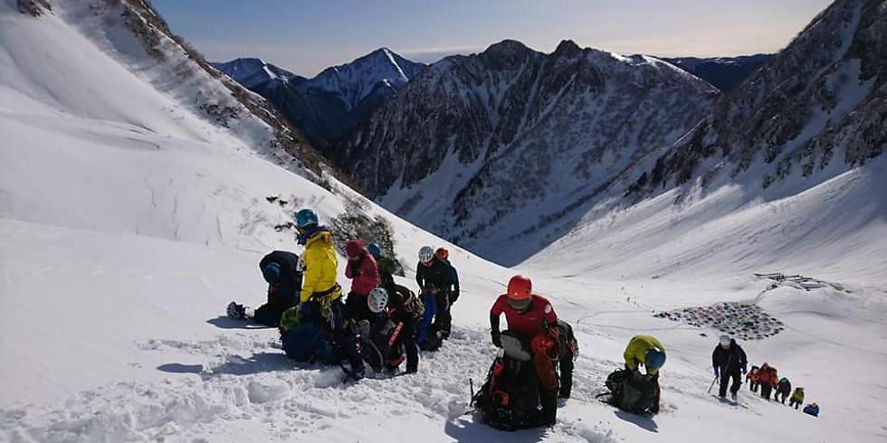 上級ガイドが教える「雪洞泊・ビバーク講習会」(@頚城山塊・大渚山)