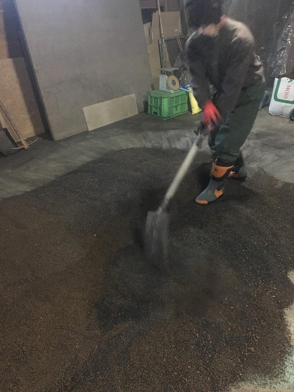 土を混ぜています
