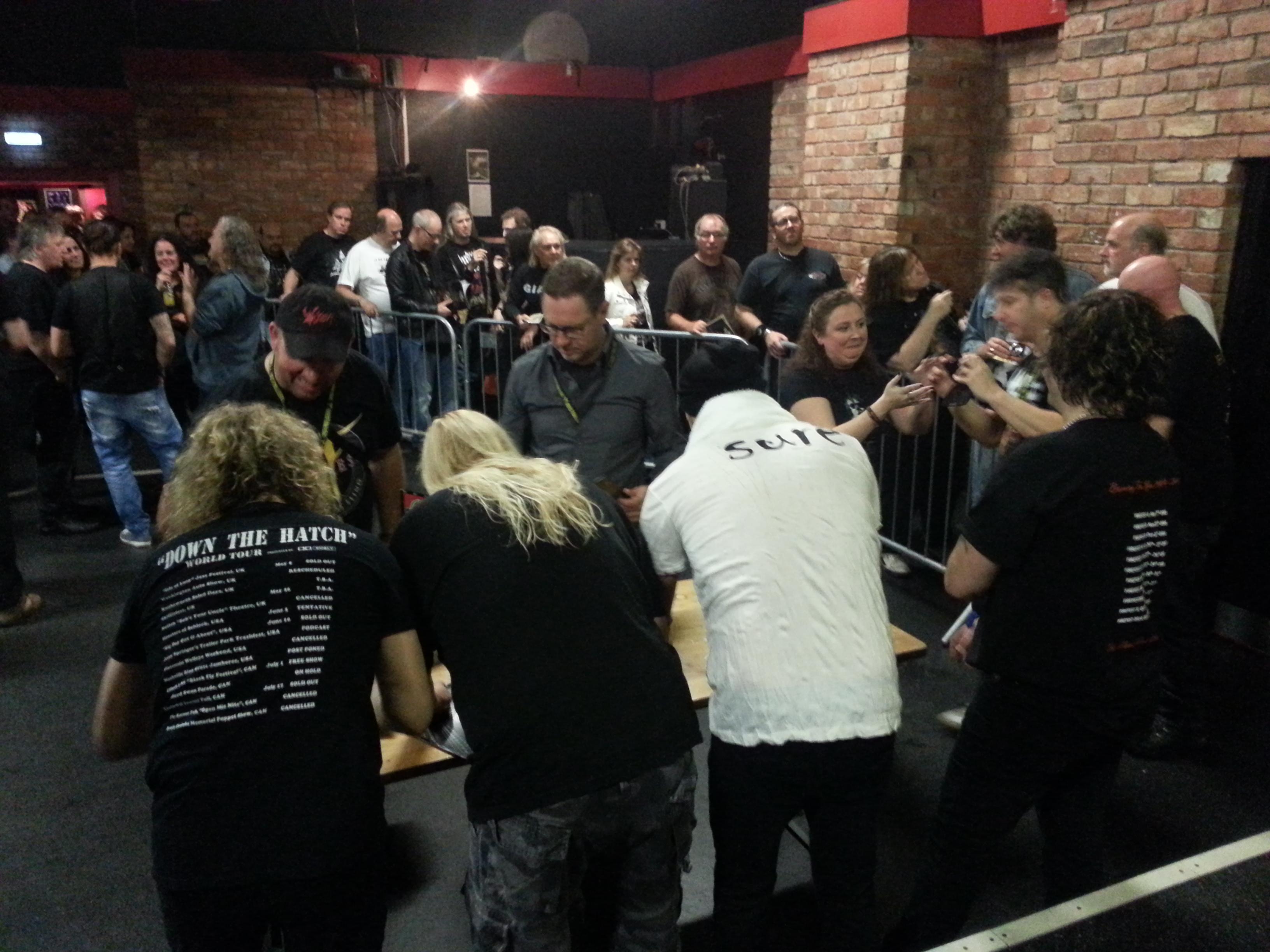 Fans queue