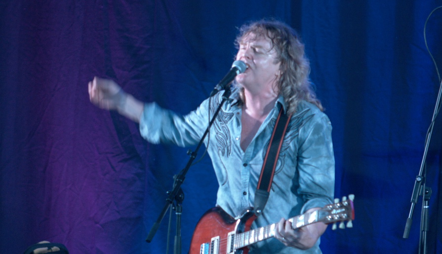 Carl Dixon with new guitar