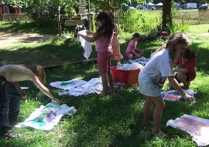 children making tie dye shirts